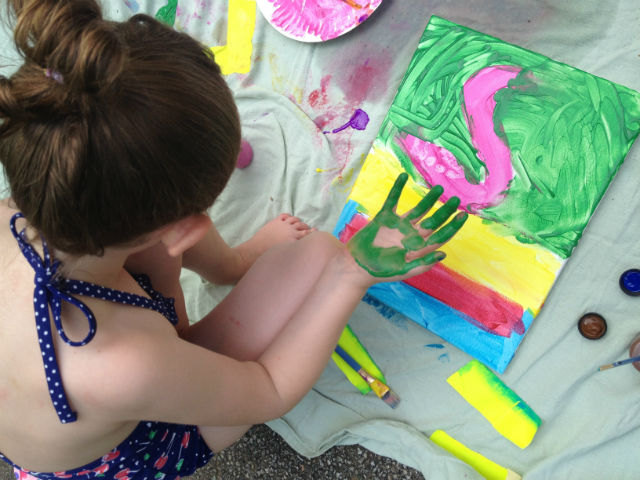 Messy Paint Party #paint #summer #kidcraft #kidactivity