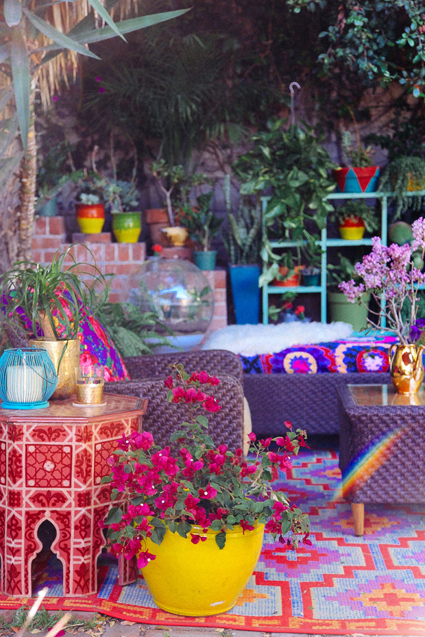 outdoor living inspiration: tons of color