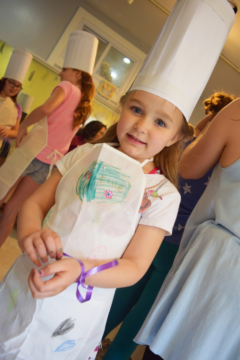 Cupcake Wars birthday party: have your mini bakers dress the part