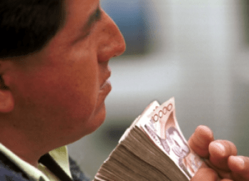 The collapse of the Sucre in 2000 and the conversion to the U.S. dollar is one reason why many Ecuadorians are suspicious of electronic money.