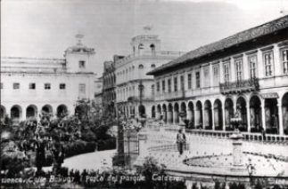 Parque Calderon 100 years ago, looking east down Sucre.