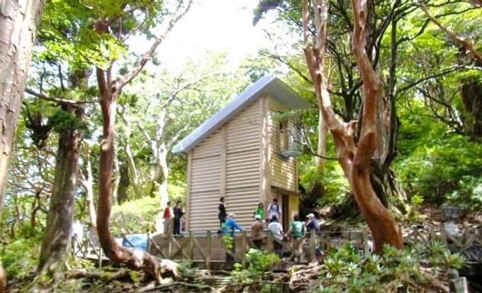 Nature-like hut residences