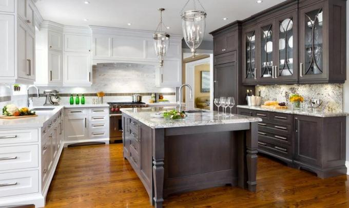 transitional-two-toned-kitchen-cabinets