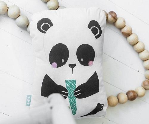 pernă decor dreptunghiulară cu imprimeu urs panda pe verticală