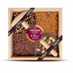 ciocolată neagră cu diverse ingrediente în pătrat de lemn