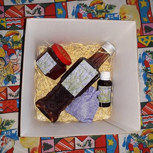 pachet cadou cu produse pe bază de lavandă