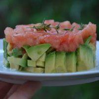 Tartare végétarien : tomates et avocat