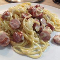Spaghetti-Würstchen-Pfanne in cremiger Käse-Sahne-Soße