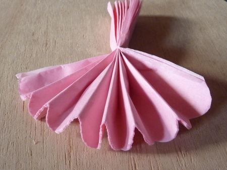 Les pompons en papier de soie - Tutoriel en photos Cuisine de Déborah