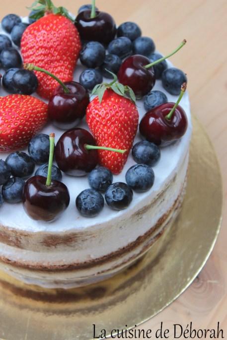 Naked cake fruits rouges et coco Cuisine de Deborah