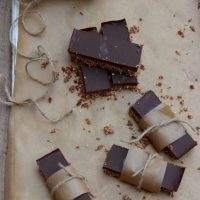 Barres crues, avoine chocolat et tahini