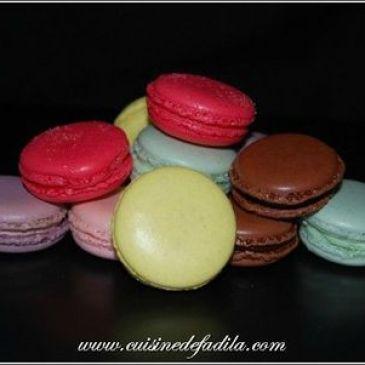 Farandole de macarons: à la fleur d'oranger, à la pomme Granny Smith et au chocolat au lait fruit de la passion