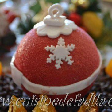 Bûche boules de Noël et joyeuses fêtes