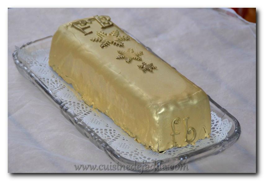 Bûche lingot d'or :entremets caramélia coeur caramel beurre salé