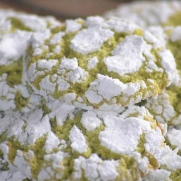 Ghoriba aux amandes et à la pistache: gâteaux craquelés amande pistache