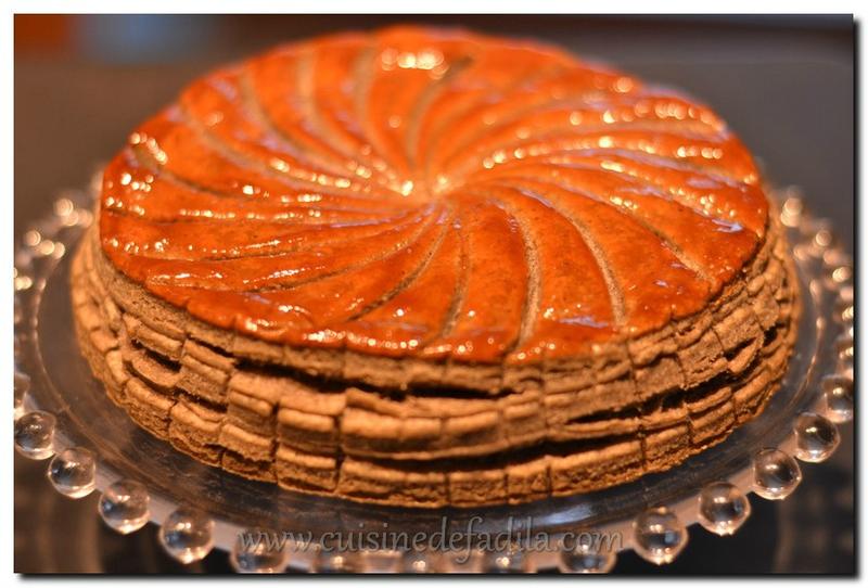 Galette des rois : à la pâte de sésame noir et crème d'amande au yuzu