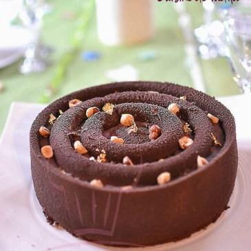 Entremets Zen : chocolat , gianduja au yuzu et nougatine noisette