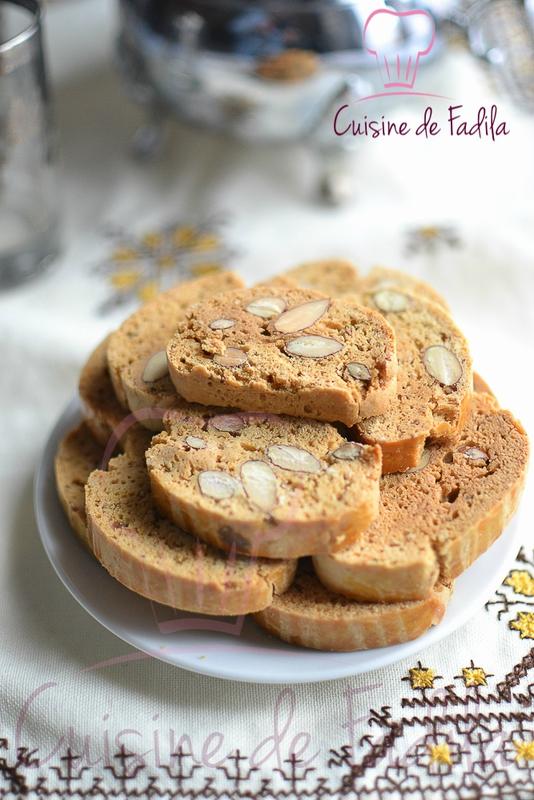 Laisser refroidir et les placer dans une boite en fer à biscuit .