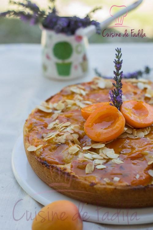 Gâteau aux abricots et à la lavande