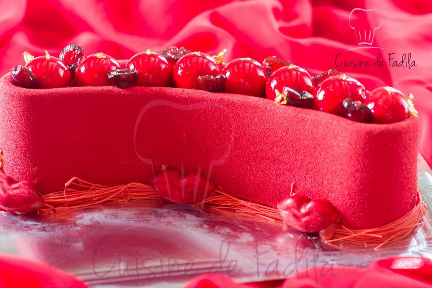 Entremets Red Velvet: pistache, vanille et griottes