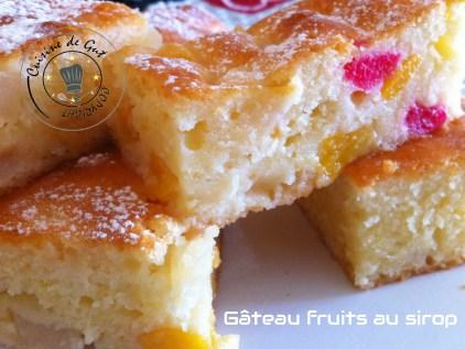 gâteau fruits au sirop coupé morceaux