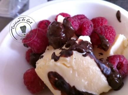 Glace mascarpone aux framboises et chocolat3