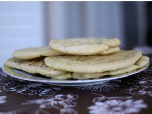Les pitès sont cuites et posées dans l'assiette.