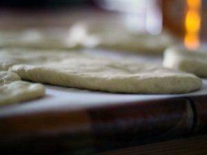 Une pita prête à être cuite.