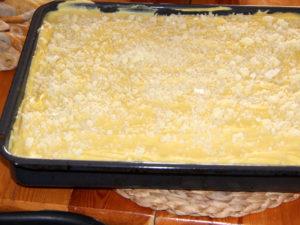saupoudrez du reste de fromage Kefalograviera