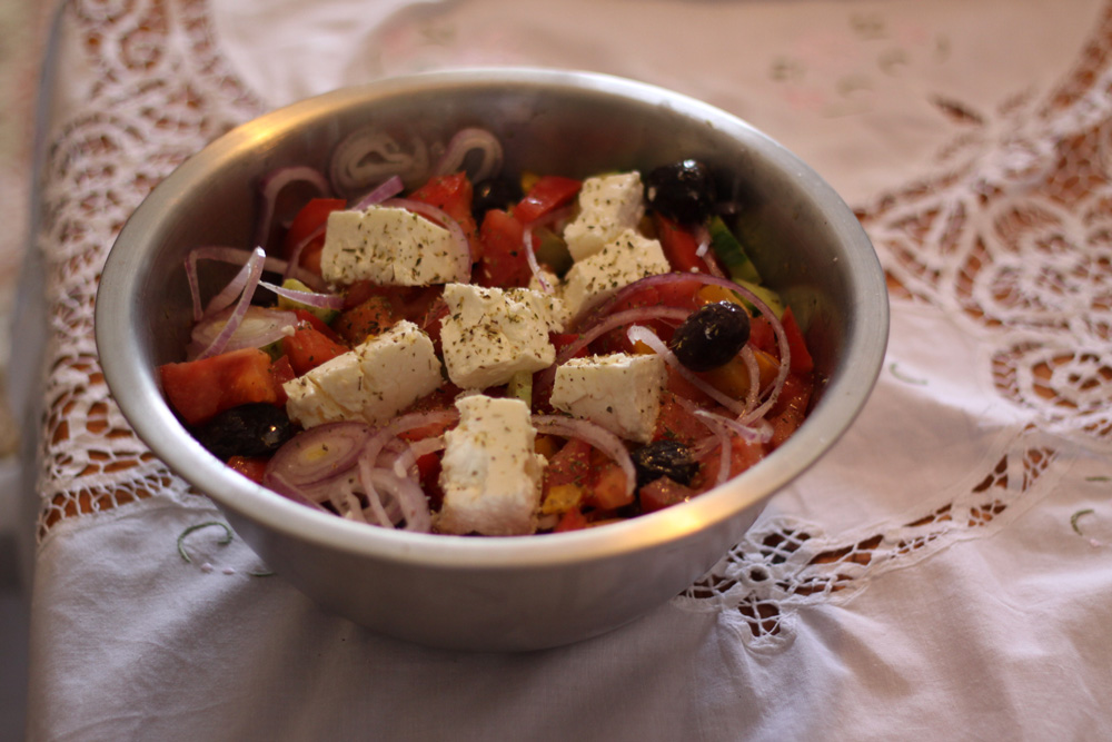 recette salade grecque traditionnelle cuisine grecque. Black Bedroom Furniture Sets. Home Design Ideas