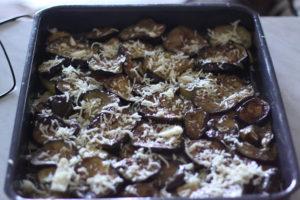 superposition-des-aubergines-pour-moussaka-avec-kefalograviera