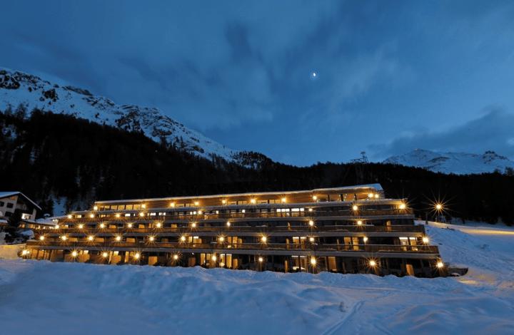 nira-alpina-photo-night