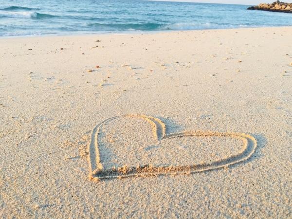 cœur sur la plage compassion et amour encéphalomyélite myalgique