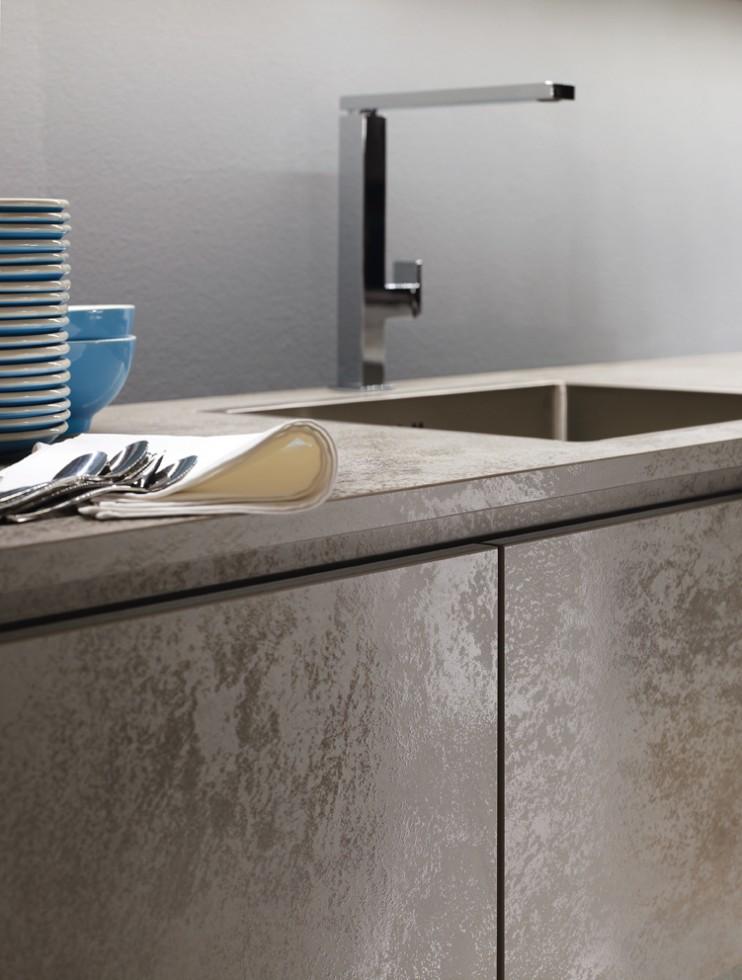 Plaque de zinc pour cuisine best finest fabulous for Plaque de zinc pour recouvrir un meuble