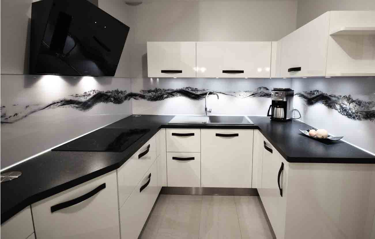 une cuisine black white cuisines et bains. Black Bedroom Furniture Sets. Home Design Ideas