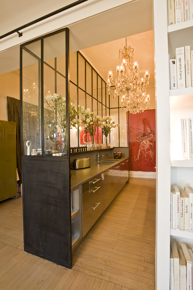 la cuisine derri re la verri re cuisines et bains. Black Bedroom Furniture Sets. Home Design Ideas