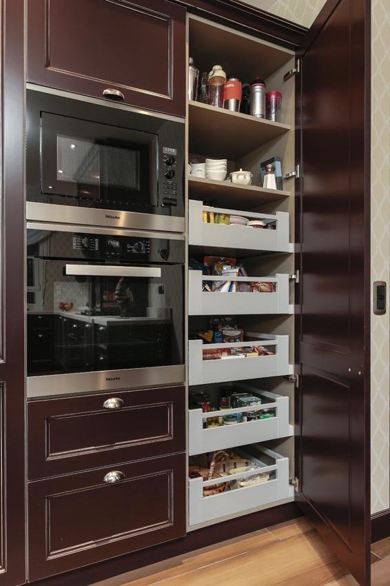 Rangements malins en cuisine cuisines et bains for Colonne cuisine tiroir