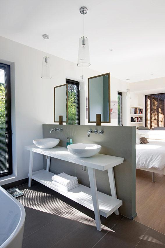 une suite intemporelle sign e adra bataille cuisines et bains. Black Bedroom Furniture Sets. Home Design Ideas