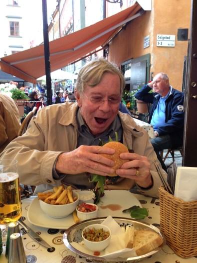 Mr. Fussy tries an elkburger