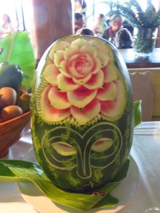 Easter Island–buffet decor