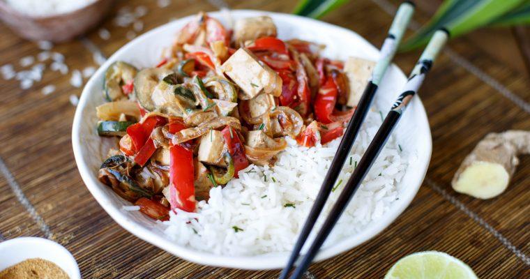 Tofu au lait de coco, curry, courgette et poivron
