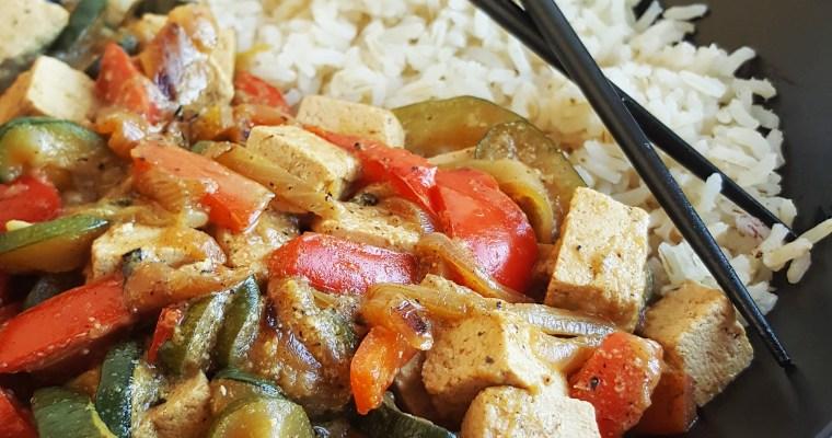 Tofu au lait de coco, courgette & poivron