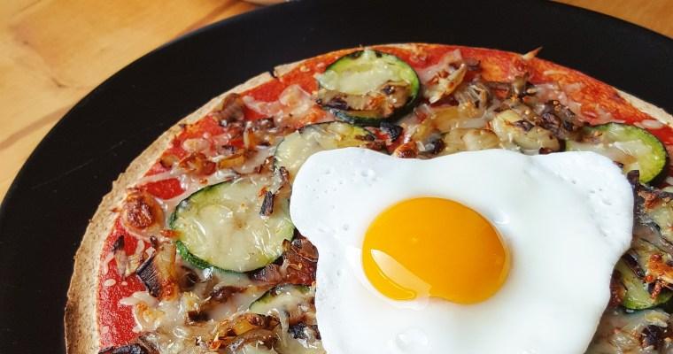 Pizza-wrap à la courgette, oignon et œuf