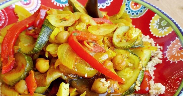 Semoule aux légumes d'été et pois chiches rôtis