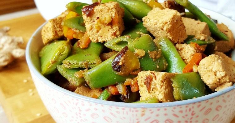 Tofu mariné au soja, miel, sésame, gingembre et ses légumes croquants
