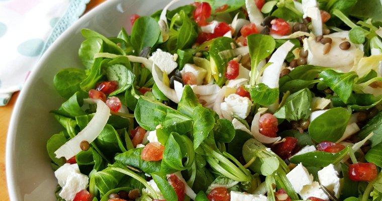 Salade aux endives, mâche, lentilles, feta et grenade