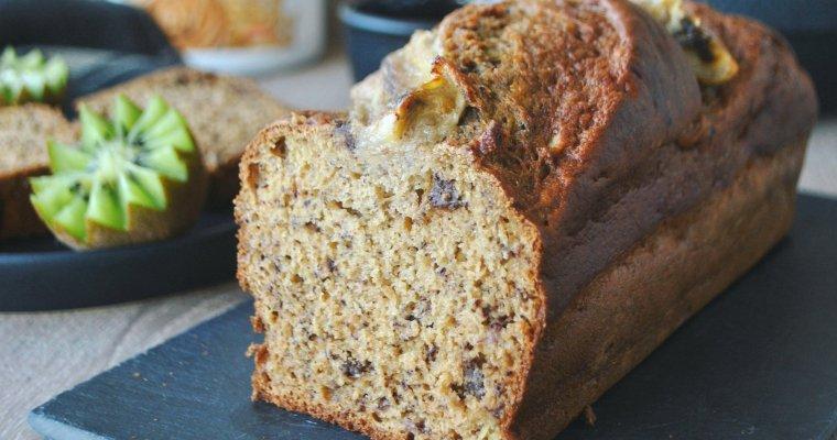 Cake à la banane (banana bread), au beurre de cacahuètes et pépites de chocolat
