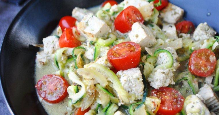 Spaghettis de courgette, aux tomates cerises et tofu basilic