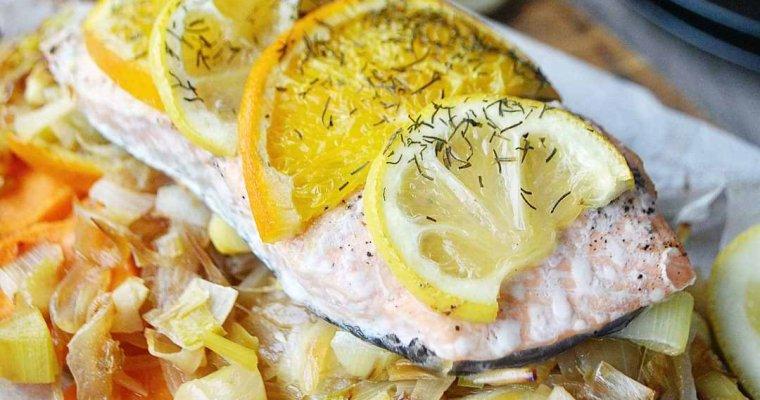 Papillote de saumon, à la fondue de poireaux, patate douce et aux agrumes