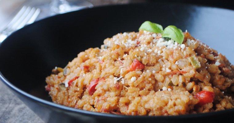 Risotto aux poivrons, courgettes, tomates séchées et pecorino